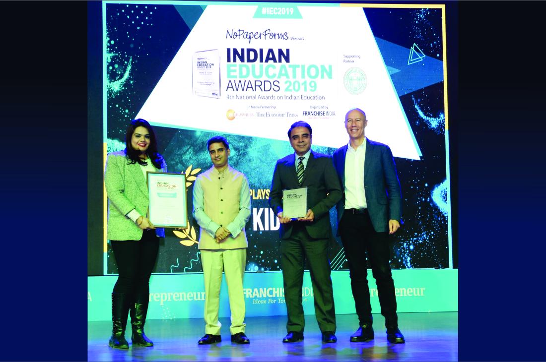 1100x729px_Award 4
